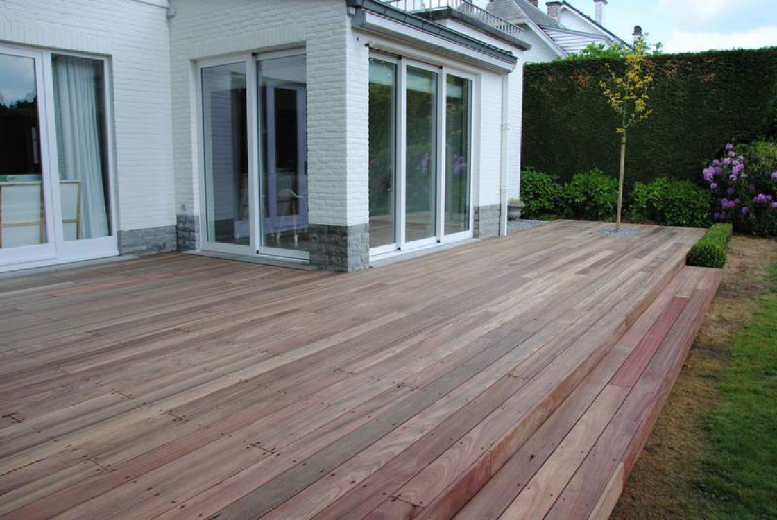 When you opt for garden wood, not only will your garden have a functional design, but it will also have an authentic look.