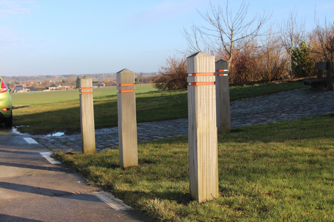 Wooden posts are often used in wooden garden structures.