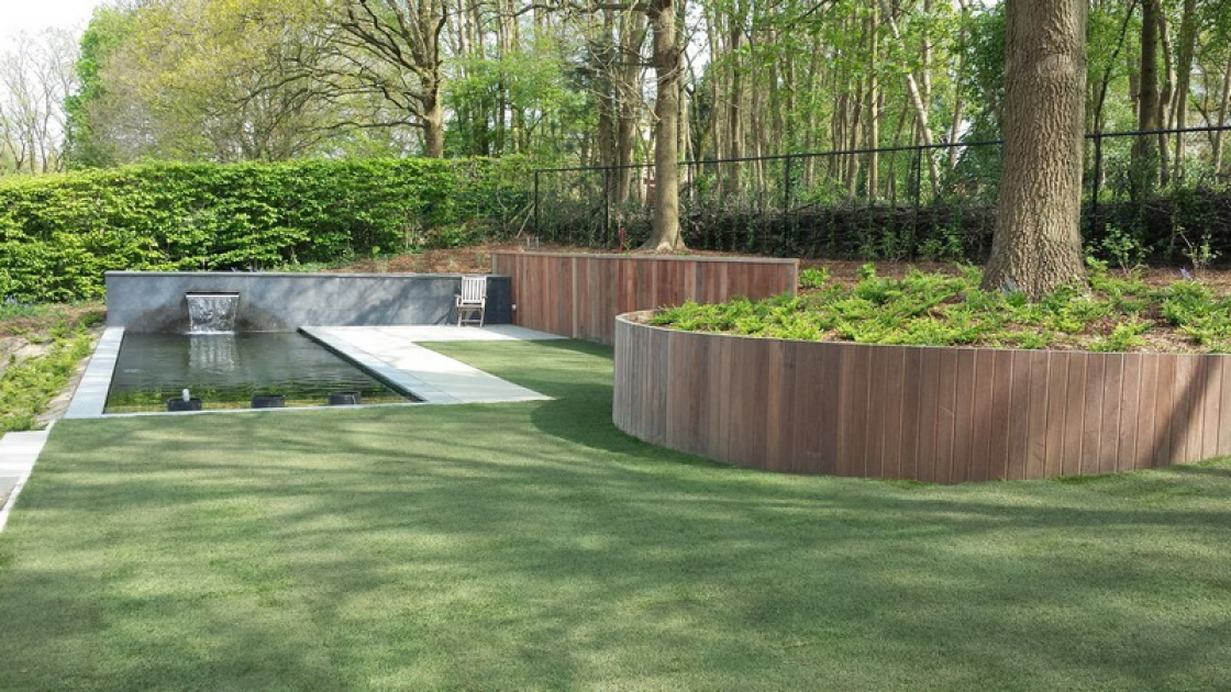 From wood to concrete, several options are available for the construction of retaining walls.